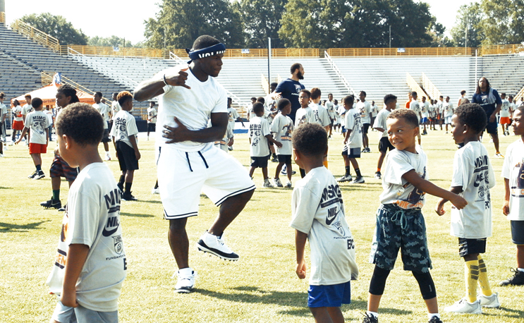 buy online bf991 0902b Tarik Cohen gives back with the most lit football camp EVER ...